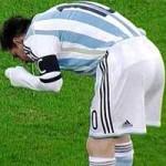 Hãy ngừng nôn trên sân, Messi