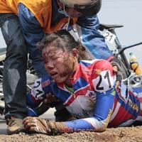Giải đua xe đạp nữ quốc tế Cúp Biwase 2014: Té ơi, chuyện nhỏ!