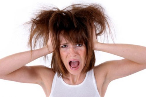 Làm mái tóc xơ rối trở nên mượt mà óng ả