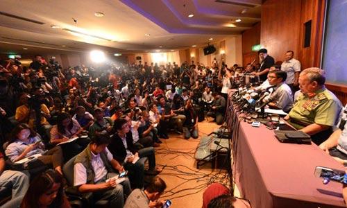 5 hành khách rời máy bay MH370 vào phút chót - 1