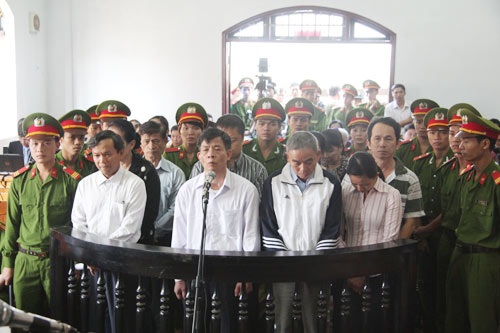 """Sáng nay, xử """"đại án tham nhũng"""" ở Đắk Nông - 1"""