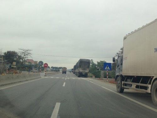 CSGT đứng nhìn xe quá tải... vượt trạm cân - 4