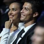 Bóng đá - Chán cảnh bạn gái khoe thân, Ronaldo bắt cưới