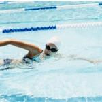 Sức khỏe đời sống - Nước tiểu và clo trong hồ bơi ảnh hưởng tới sức khỏe