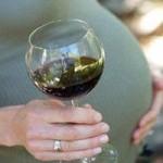 Sức khỏe đời sống - Thai phụ dùng rượu dễ sinh non
