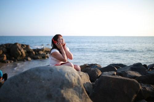 """Đông Hùng """"khóa môi"""" Phương Linh giữa biển - 6"""