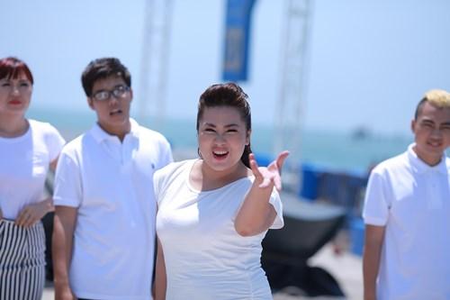 """Đông Hùng """"khóa môi"""" Phương Linh giữa biển - 5"""