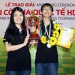 Thể thao - Trường Sơn cùng bạn gái nâng cúp HD Bank 2014