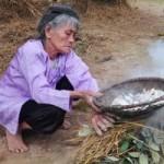 """Ẩm thực - Kỳ lạ làng """"ăn đất"""" ở Vĩnh Phúc"""