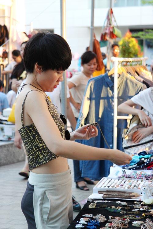 """Chợ thời trang """"ngon-bổ-rẻ"""" giữa Sài Gòn - 10"""
