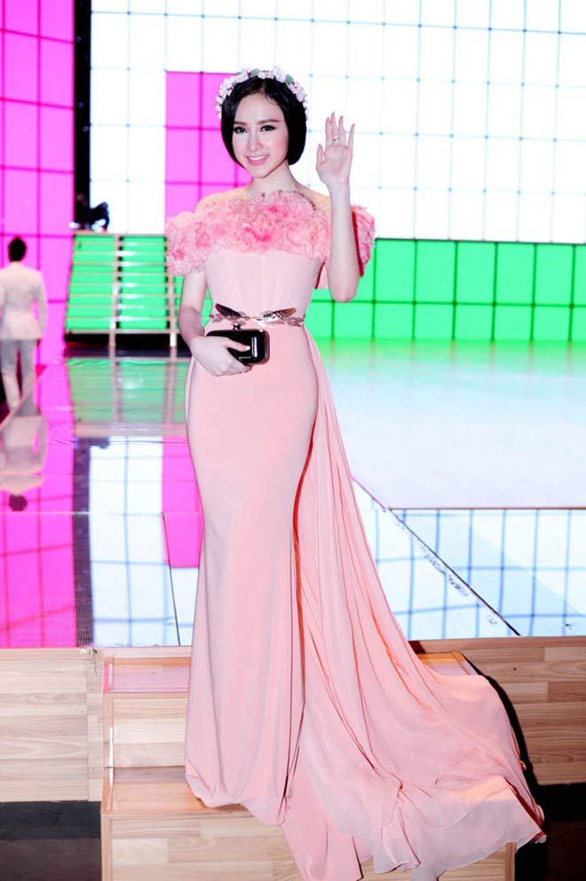 Váy áo hiền ngoan bất ngờ của Phương Trinh - 7