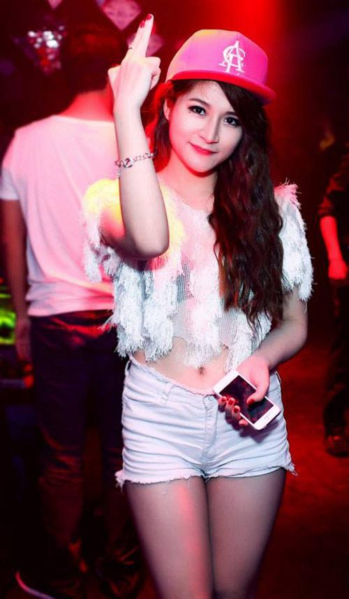 Ngẩn ngơ xem hot girl Việt khoe eo thon đẹp - 2