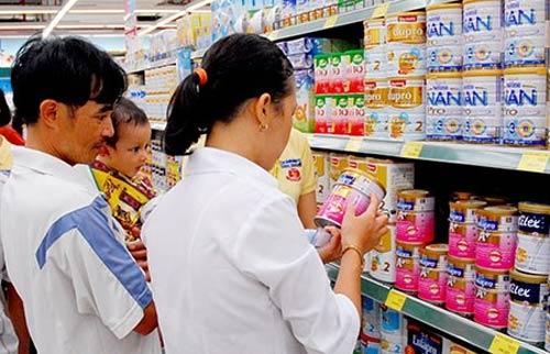 Liên tục tăng giá sữa: Bất chấp người tiêu dùng? - 1