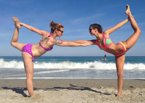 Thẫn thờ vì siêu mẫu mặc bikini tập yoga - 8