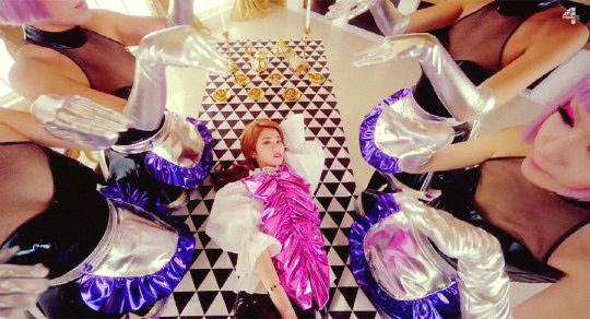 Màn múa cột bị chỉ trích rẻ tiền của HyunA - 1