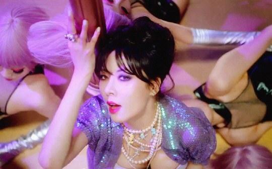 Màn múa cột bị chỉ trích rẻ tiền của HyunA - 2