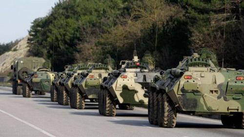 Ukraine đào hào, điều xe tăng phòng ngừa Nga - 1
