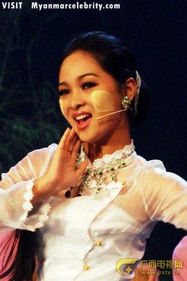 Sửng sốt người đẹp Myanmar xuống tóc đi tu - 17