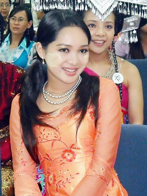 Sửng sốt người đẹp Myanmar xuống tóc đi tu - 5