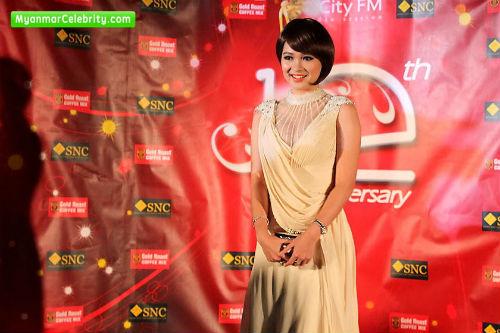 Sửng sốt người đẹp Myanmar xuống tóc đi tu - 15