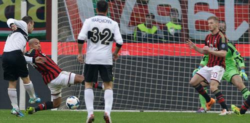 Serie A sau vòng 28: Juventus bay cùng Pirlo - 2