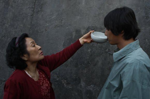 Video: Người mẹ mù quáng tột đỉnh vì con - 1