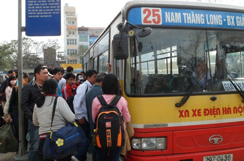 Đề xuất tăng giá vé xe buýt lên 200 nghìn đồng/tháng - 1