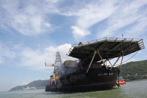 """Trục vớt """"siêu tàu"""" mắc cạn trên biển Vũng Tàu - 2"""