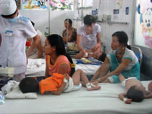 TP.HCM: Trẻ ùn ùn nhập viện vì nắng nóng - 1