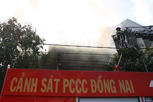 Đồng Nai: Quán bar Discovery bốc cháy dữ dội - 2