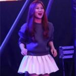 Ca nhạc - MTV - Hương Tràm nhún nhảy cổ vũ anh trai thi X Factor