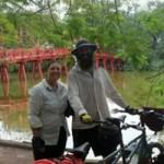 Phi thường - kỳ quặc - Cặp vợ chồng người Anh đạp xe đến Việt Nam