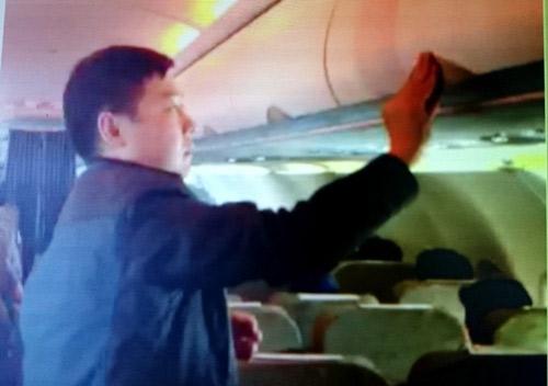 Khách TQ ăn cắp trên máy bay VNA ở Tân Sơn Nhất - 1