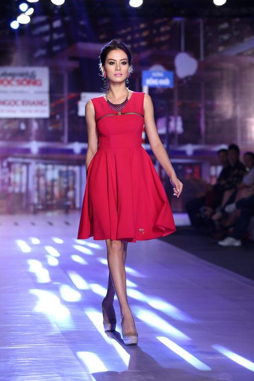 Vũ Thu Phương gợi ý chọn váy áo mùa Hè - 2