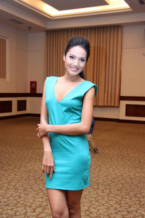 Mẫu Việt sexy để giảm nhiệt nắng Sài Gòn - 4