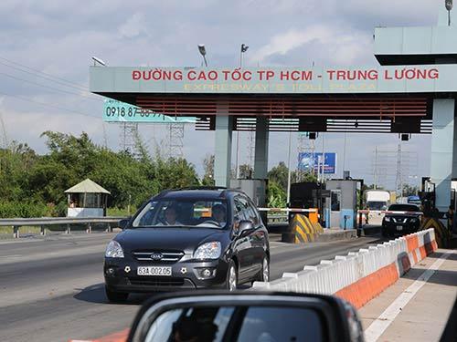 """Đường cao tốc """"ngốn"""" quá nhiều tiền! - 1"""