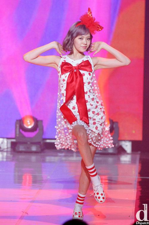 Kiều nữ Wonder Girls đua sexy cùng nhóm nhạc trẻ - 13