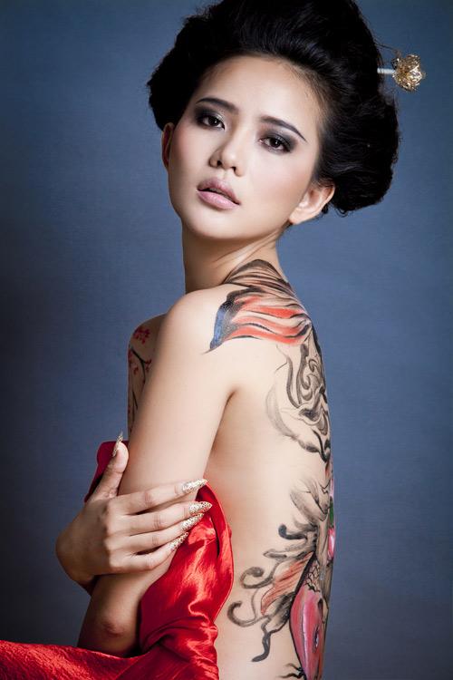 Phan Như Thảo bán khỏa thân, cầm kiếm Nhật - 2