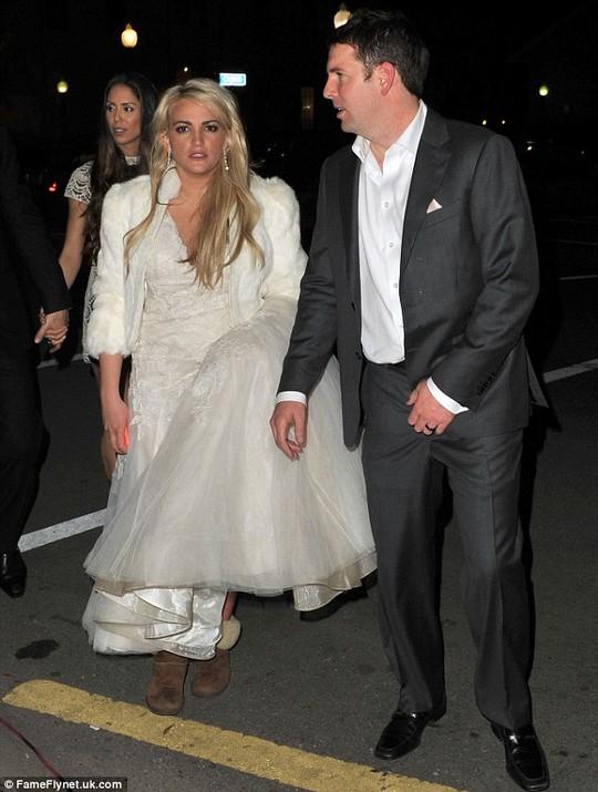 Em gái Britney Spears khoe ảnh cưới đẹp ngất ngây - 9