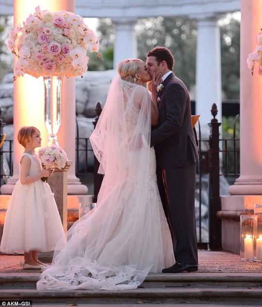 Em gái Britney Spears khoe ảnh cưới đẹp ngất ngây - 2