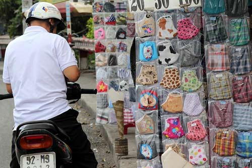 Nước đá đắt hàng ngày Sài Gòn nắng nóng - 10
