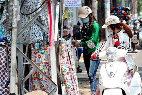 Nước đá đắt hàng ngày Sài Gòn nắng nóng - 5