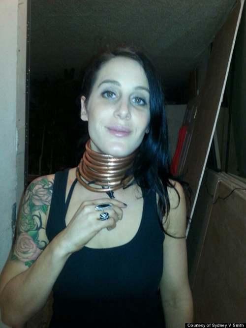Cô gái xinh đẹp với chiếc cổ dài...28 cm - 4