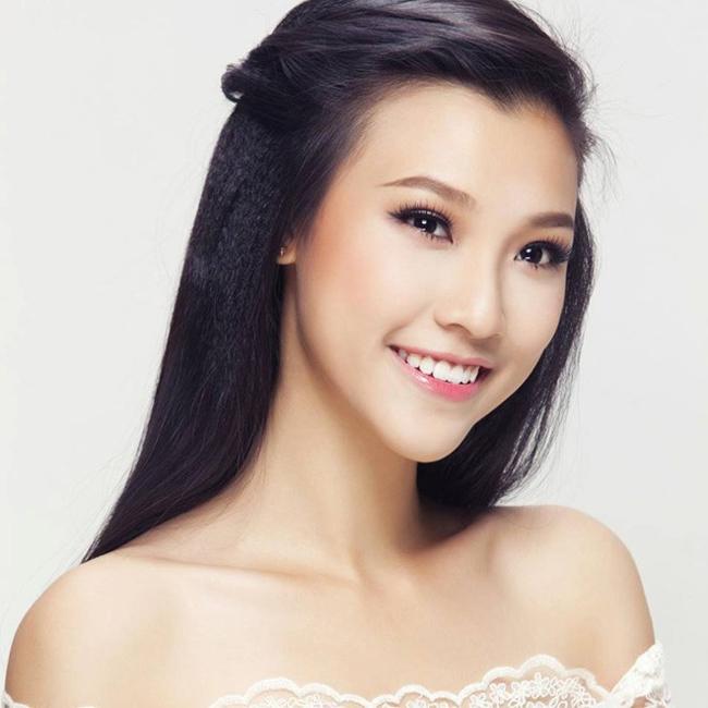 Hoàng Oanh vốn được gọi là Á hậu sau khi giành giải tại cuộc thi Phụ nữ qua ảnh 2013.