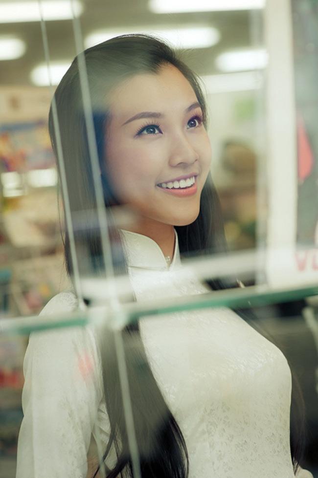 Gương mặt Hoàng Oanh không chỉ ăn ảnh mà còn đậm chất Á Đông.