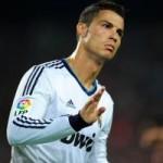 """Bóng đá - Video: Ronaldo """"vồ ếch"""" trên sân"""