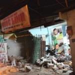 Tin tức Việt Nam - Xe ben ủi sập nhà, 3 người thoát nạn