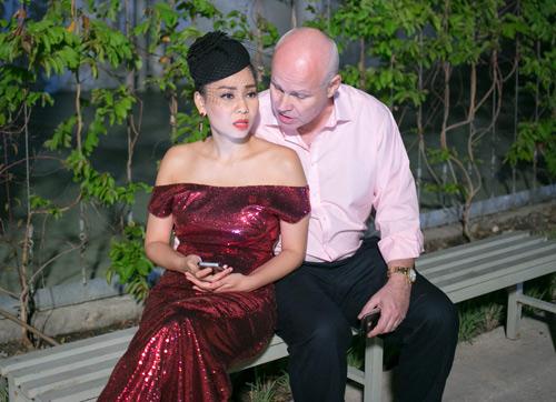 Vợ chồng Thu Minh tình tứ ở trường quay - 2