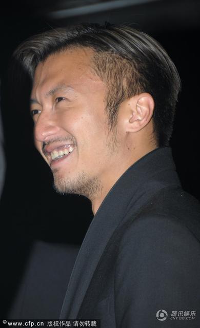 Tạ Đình Phong tít mắt ngắm vũ công nóng bỏng - 2