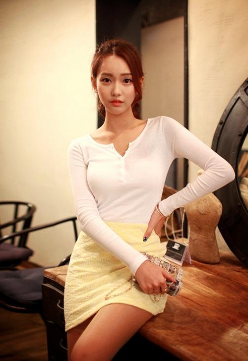 Áo thun trắng không dễ mặc như bạn tưởng - 3